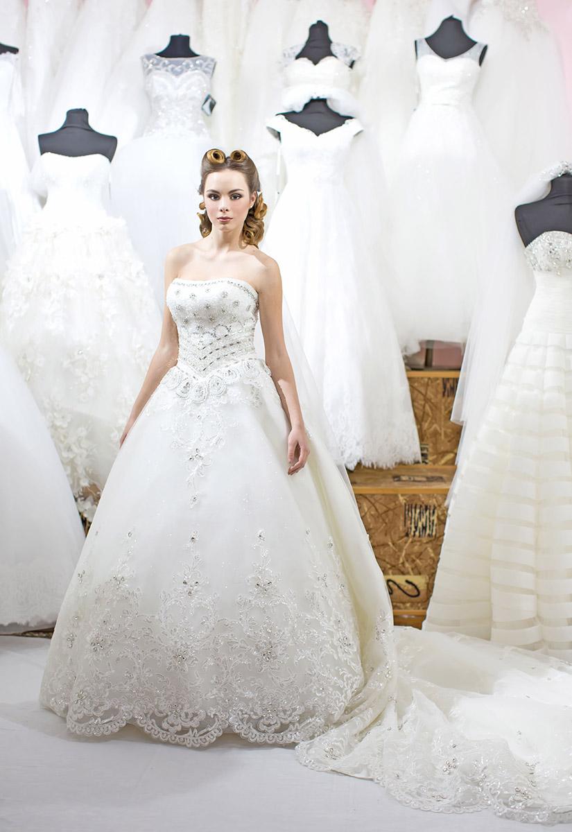 e8cf714d859 Распродажа свадебных платьев от 2 000 до 10 000 руб. в свадебном салоне