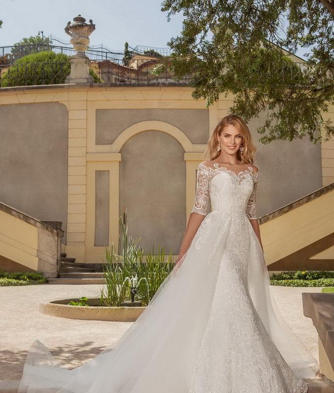 Новая коллекция платьев 2018 года в свадебном салоне