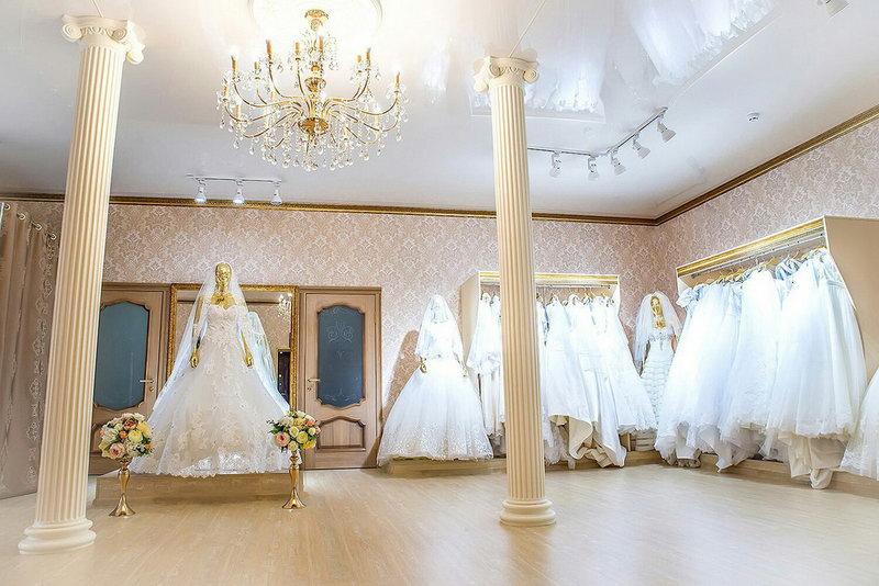 Новое поступление вечерних, выпускных и свадебных платьев коллекции 2018 года в свадебных салонах Каприз и IVORI