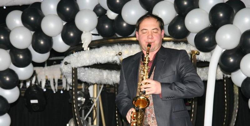 Романтические звуки саксофона