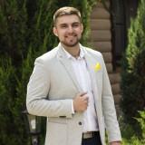 Ведущий Денис Осташов